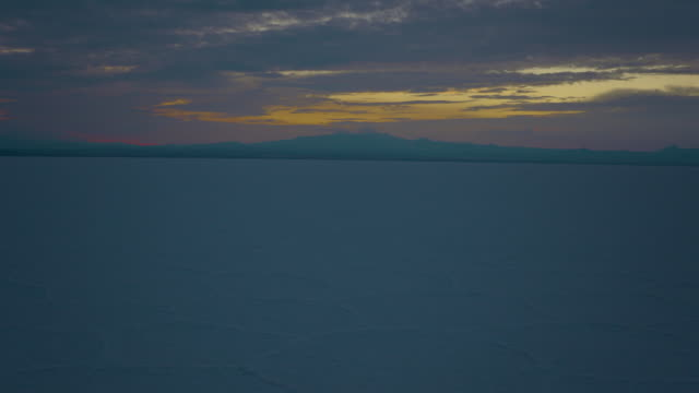 salar de uyuni timelapse, bolivian altiplano 4k - ウユニ塩湖点の映像素材/bロール