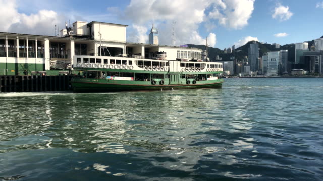iconic ferry berthing in kowloon - traghetto star video stock e b–roll