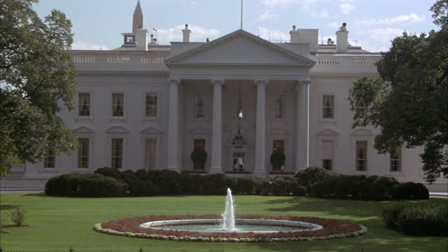 medium angle establish of white house with fountain in front. - 1993 stock videos & royalty-free footage
