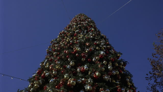 up angle of a christmas tree covered in christmas decorations. actual location the grove - 189 the grove drive, fairfax, los angeles. - the grove los angeles stock videos & royalty-free footage