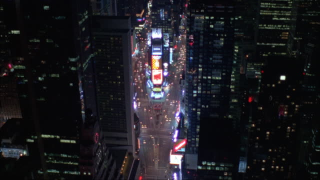 aerial of new york city. zooms in on times square, then flies by ge building at end. - 1995年点の映像素材/bロール