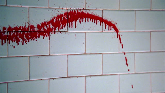 vídeos de stock, filmes e b-roll de close angle of blood splattered on block wall in basement. crime scene. - sangue