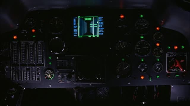 vídeos de stock, filmes e b-roll de medium angle of helicopter cockpit control panel with several buttons and dials. see green screen covering windows overhead. - cabine de piloto de avião