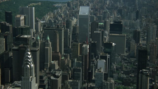 LOW LEVEL AERIAL SHOT OF NEW YORK CITY SKYLINE, TRAVELING FROM SOUTH TO NORTH OVER MID-TOWN MANHATTAN.