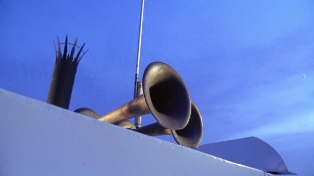 pan left to right from spotlight or searchlight and loudspeaker or horn on riverboat. antennas in bg. - högtalare bildbanksvideor och videomaterial från bakom kulisserna