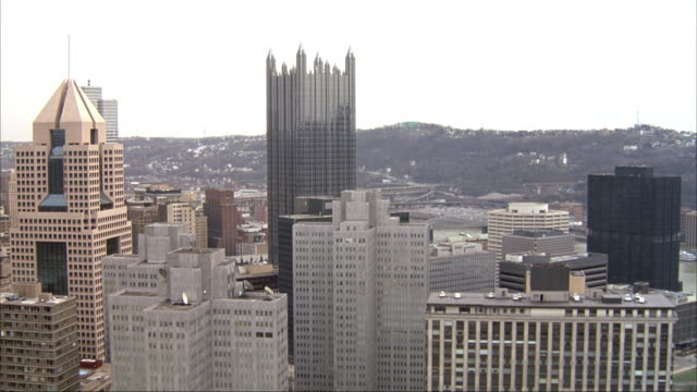 aerial of pittsburgh skyline and high rise office buildings. see freeway and cars driving at right. - pittsburgh stock videos & royalty-free footage