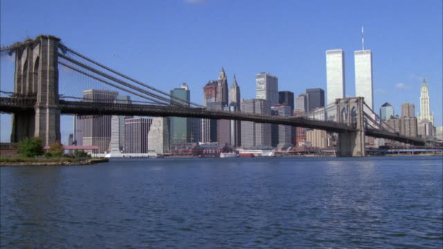 wide angle of brooklyn bridge with new york city skyline in background. see world trade center twin towers in background. - 1989 stock videos & royalty-free footage