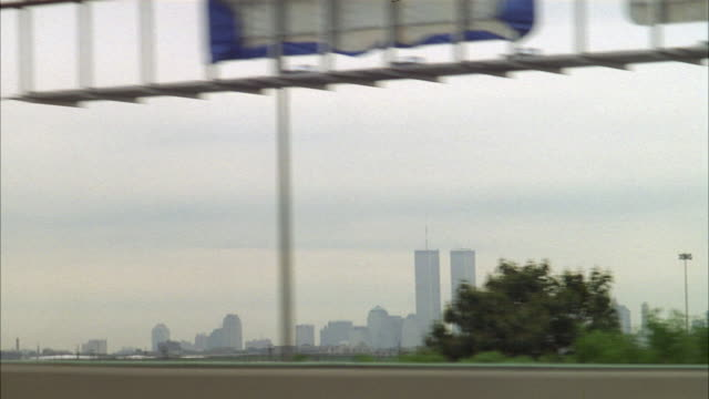 process plate from driver's side pov of parkway or expressway or beltway in new jersey or brooklyn. see world trade center twin towers. see traffic passing in opposite direction. - moving process plate stock videos & royalty-free footage