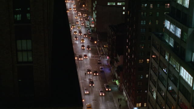 wide angle pan up of downtown new york city. see city street with traffic, pans up, chrysler building in center background. - 1995年点の映像素材/bロール