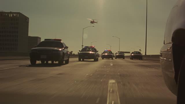 vídeos de stock e filmes b-roll de police car chase with crash - slo motion - 1995