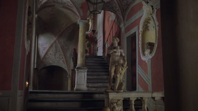 wide angle of baroque style staircase. statues. arches. could be castle, mansion, or chateau. upper class. houses. - stately home stock videos & royalty-free footage