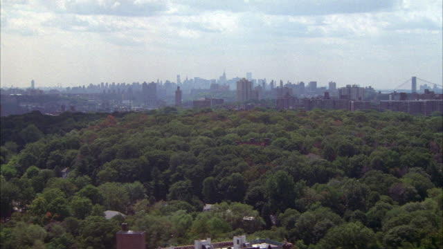 stockvideo's en b-roll-footage met aerial of new york city skyline as seen from fort washington park in northern manhattan. see george washington bridge in far right background. - 1996