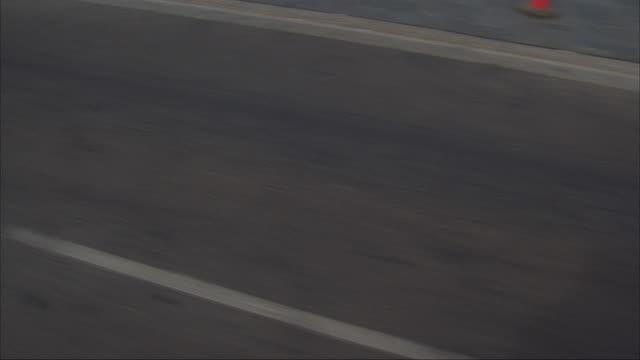 vídeos y material grabado en eventos de stock de straight front process plate moving pov on city street in reno. white van passes, rear of white van in front. passes intersection with el dorado casino sign. van bumps into white convertible on left. reno sign in far background. - desigual con textura
