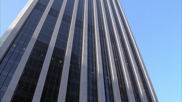 ZOOM IN OF ALEXANDER CALDER STATUE OR SCULPTURE FOUR ARCHES AT THREE HUNDRED THIRTY THREE (333) SOUTH HOPE STREET, DOWNTOWN, BANK OF AMERICA PLAZA. PANS DOWN FROM OFFICE BUILDING AND ZOOMS IN ON ENTRANCE.