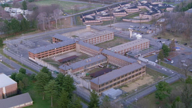 vidéos et rushes de aerial of the new jersey state prison or jail. - new jersey