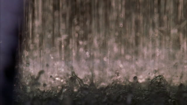 vídeos de stock, filmes e b-roll de close angle of rain falling in sheets on street or ground during downpour. could be storm or monsoon. - condições meteorológicas extremas