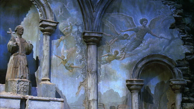 vidéos et rushes de medium angle of fresco or mural on wall of ruined church. fresco has angels with wings and halos. - vestige antique