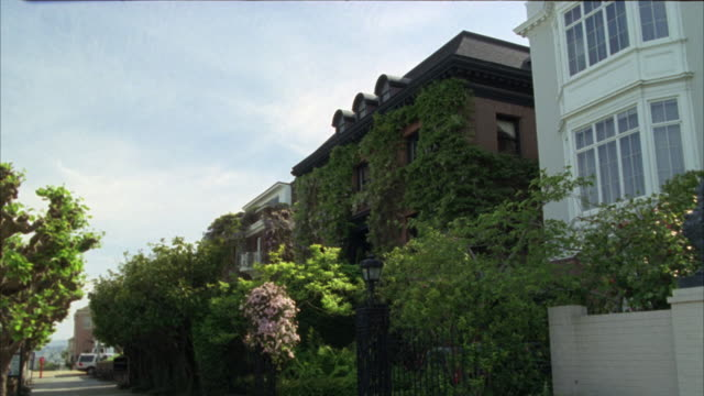 wide angle of an upper class two story house.  a brick building covered in ivy. the camera pushes in on the house. - nob hill stock videos & royalty-free footage