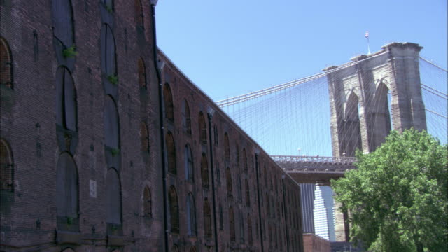 wide angle of a large brick building.  probably a warehouse, but could be hip lofts. - brooklyn bridge stock videos & royalty-free footage