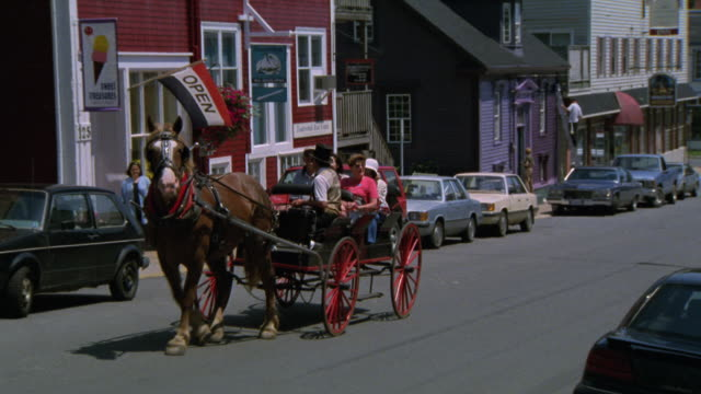 EST STREET IN QUAINT SEASIDE, SEAPORT FISHING VILLAGE. SEE PEOPLE OR TOURISTS TAKE HORSE AND BUGGY RIDE THROUGH SMALL TOWN. QUAINT STREETS. LIKE CAPE COD QUAKER.