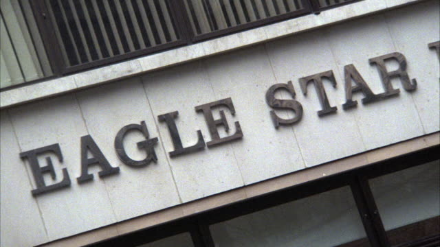 """stockvideo's en b-roll-footage met close angle of  """"eagle star insurance"""" sign on building. could be office building. multiple takes.  matching r774-3 r774-4 - opeenvolgende serie"""