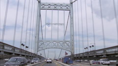 up angle. driving down triborough bridge. towards one of the suspension towers. - hängbro bildbanksvideor och videomaterial från bakom kulisserna