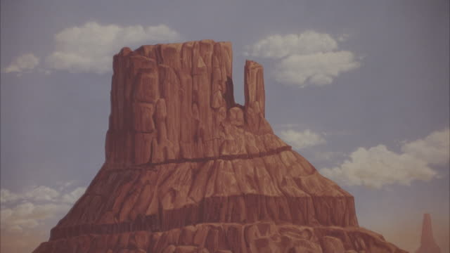 medium angle, painted backdrop of monument valley. zoom out, see silver trailer home, silver mercedes-benz 300 sl parked in front, cactus surrounding. could be desert setting on movie studio lot. - trailer home stock videos & royalty-free footage
