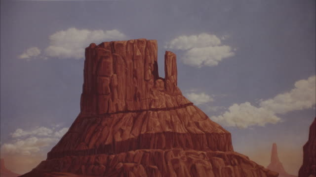 pull back painted backdrop of monument valley. zoom out, see silver trailer home, mercedes-benz 300 sl parked in front, cactus surrounding. could be desert setting on movie studio lot. - trailer home stock videos & royalty-free footage