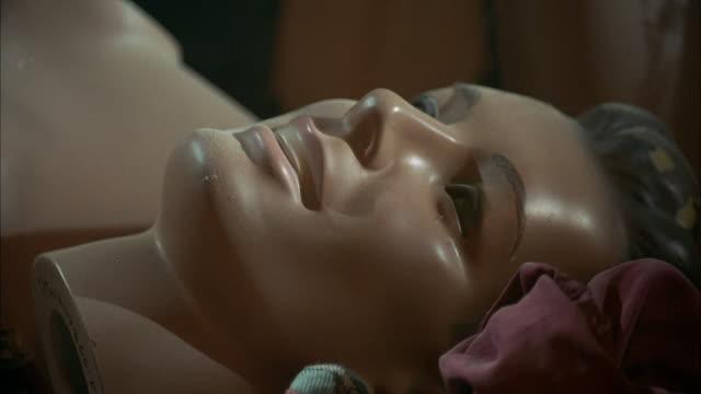 close angle head of modern male mannequin. - 2000 2010 stil bildbanksvideor och videomaterial från bakom kulisserna