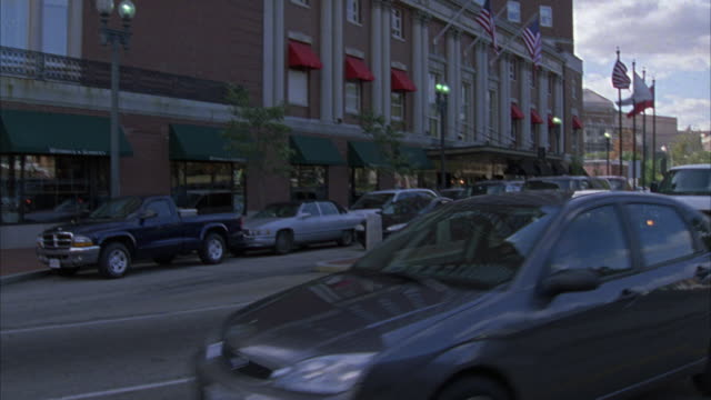 """zoom in on a large brick building with a sign that reads """"providence biltmore hotel"""". - https点の映像素材/bロール"""
