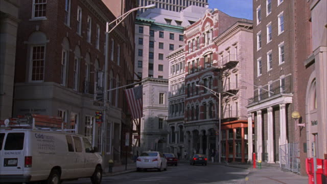 wide angle of a historical downtown area of providence.  multi-story brick buildings.  could be used for  boston or a financial district. several pedestrians walk past the camera. - ロードアイランド州点の映像素材/bロール