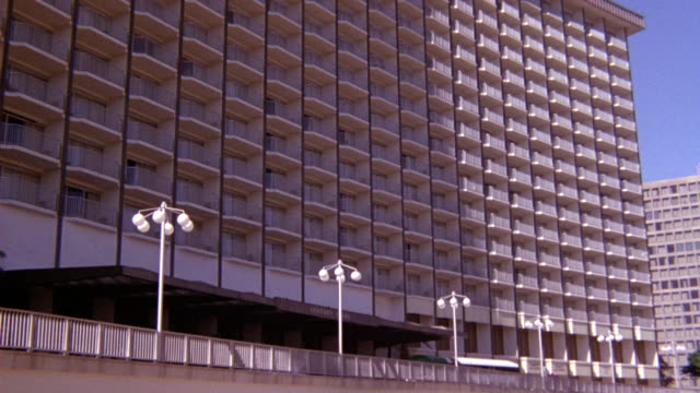wide angle of multi-story hotel. pov from outside. pans down and zooms in on bottom level at end. century plaza hotel, century city. - hyatt stock videos & royalty-free footage