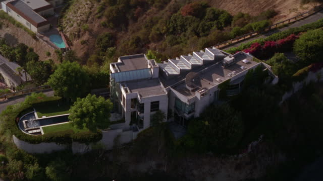 aerial of upper class estate or mansion on hill hilltop overlooking malibu. mansion on bluff or cliff. other large houses and road below. could be upper class residential area or community. multiple takes. - malibu stock videos & royalty-free footage