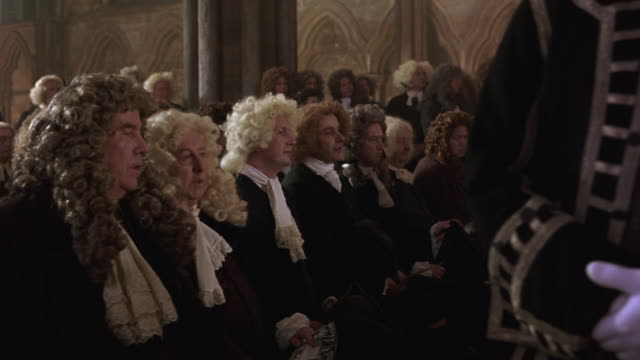 vidéos et rushes de medium angle of men and women attending funeral at westminster abbey. people are dressed formally and men are in wigs. - stéréotype de la classe supérieure