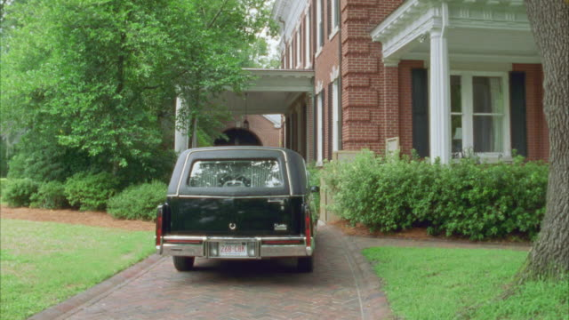 "pan left to right from black hearse parked in brick driveway to sign reading ""bartlett, messer & waldrop funeral home"" - hearse stock videos & royalty-free footage"