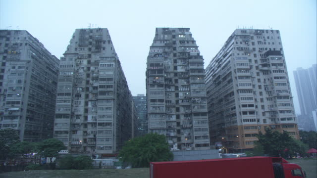 vídeos y material grabado en eventos de stock de wide angle of high rise or multi-story identical apartment buildings. could be tower or council block housing projects. - kowloon