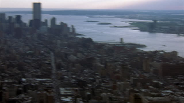 aerial moving pov in midtown manhattan. see empire state building in foreground with lower manhattan and world trade center twin towers. - world trade center manhattan video stock e b–roll