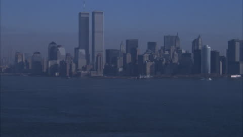 stockvideo's en b-roll-footage met aerial zoom in of new york city. statue of liberty, new york city skyline and world trade center. - world trade center manhattan