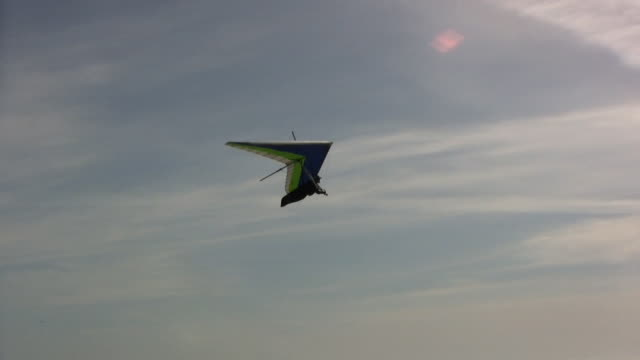 pacific breeze (hd) - hang gliding stock videos and b-roll footage