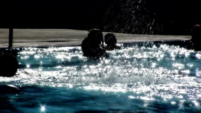 estate, nuoto v.2 (hd - piscina pubblica all'aperto video stock e b–roll
