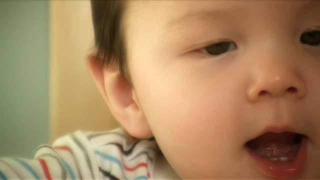 vídeos de stock, filmes e b-roll de sorriso de bebê v.4 (hd - só bebês meninos