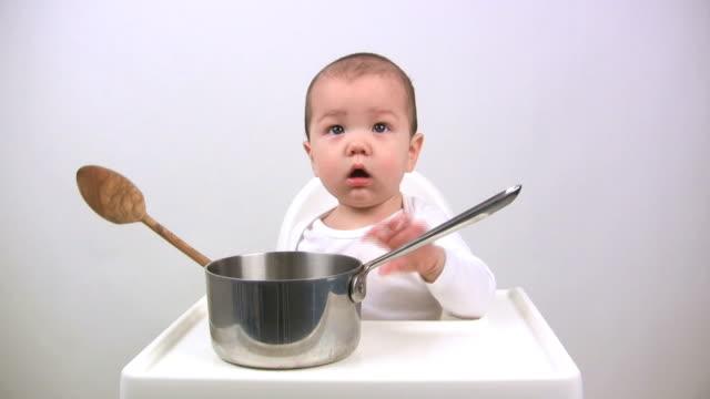 stockvideo's en b-roll-footage met baby with pan (hd) - alleen één jongensbaby