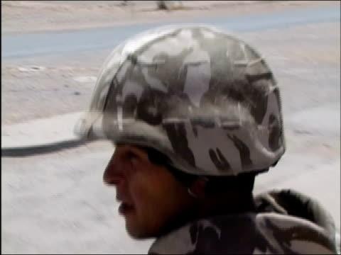 - heckklappe teil eines fahrzeugs stock-videos und b-roll-filmmaterial
