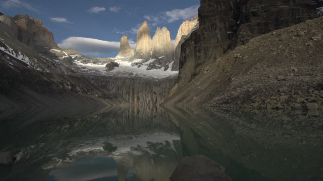vídeos de stock, filmes e b-roll de patagonia. torres del paine and lake reflection timelapse - reflection