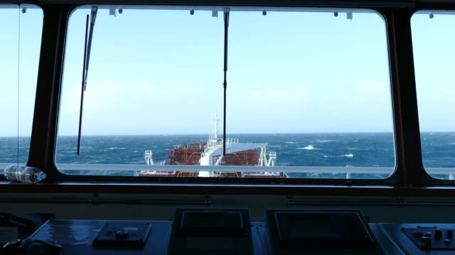 schiff-brücke - passagier wasserfahrzeug stock-videos und b-roll-filmmaterial