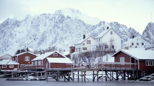lofoten islands. houses in the shore - aptenia stock-videos und b-roll-filmmaterial