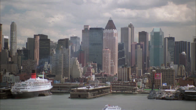 pan left to right across new york city skyline. high rises, skyscrapers, and office buildings. empire state building. harbor. cruise ships and ferries. series. - harbour stock videos & royalty-free footage