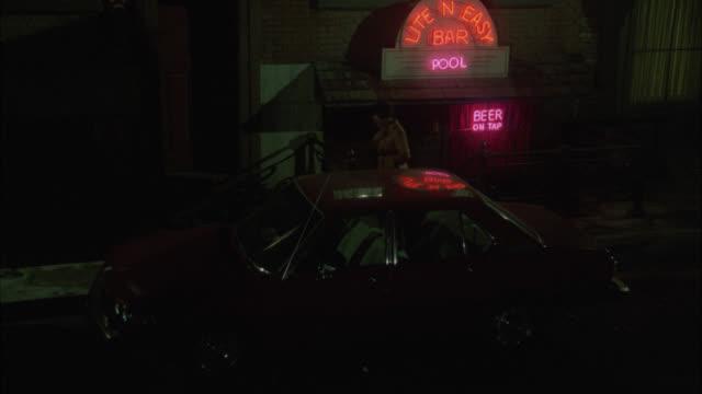 "vídeos y material grabado en eventos de stock de high angle down of neon sign for ""lite n easy bar."" could be pool hall. underground level. cars parked on curb. pedestrians. - salón de billares"