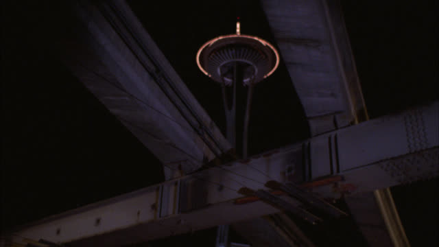 vídeos de stock e filmes b-roll de up angle to space needle in seattle. monorail train on elevated track. observation deck and restaurant. landmarks. note: neg is in two sections but is complete. - space needle