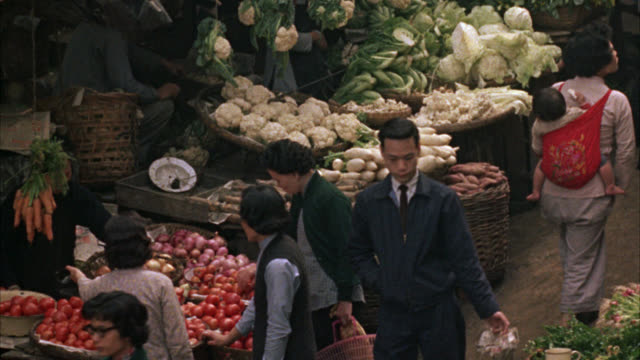 high angle down to outdoor market place. food and grocery. fruit and vegetable vendors with men and women shopping. could be in china, chinatown, singapore. - 1985 stock videos & royalty-free footage